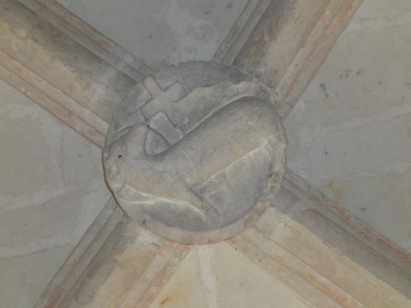 Clé de voûte centrale, ornée d'une sculpture représentant l'agneau mystique
